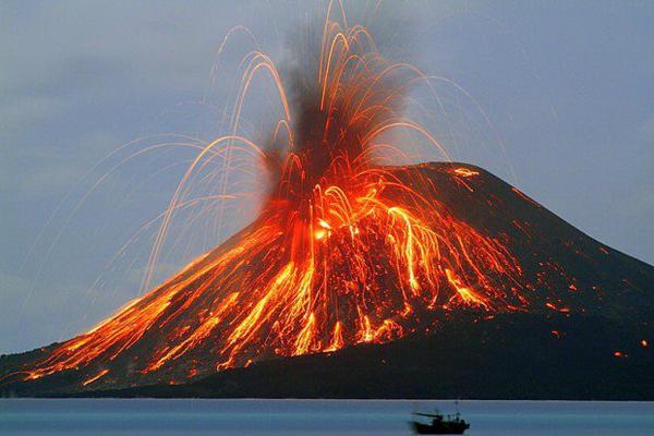 Hasil gambar untuk ilustrasi letusan gunung berapi
